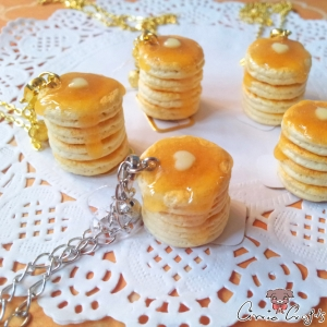 Pancake tower with butter / different colors / necklace
