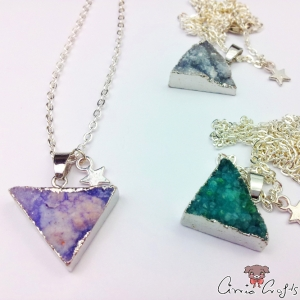 Agate with silver-colored edge / triangle / silver-colored / different colors / necklace
