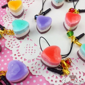 Heart shaped cake / different colors / charms & dust plugs