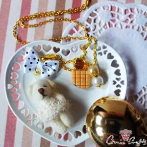 Bear with caramel toffees / white / gold-colored / jewelry set (two-parts)