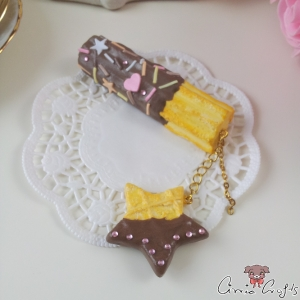 Churro and star shaped waffle / gold-colored and silver-colored / pin