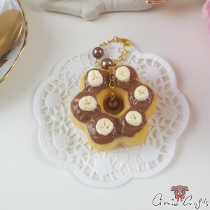 Cake with chocolate glaze / squishy / gold colored / bag charm