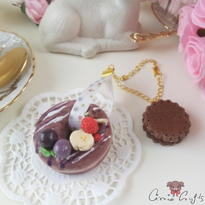 Chocolate donut with fruits / squishy / gold-colored / bag charm