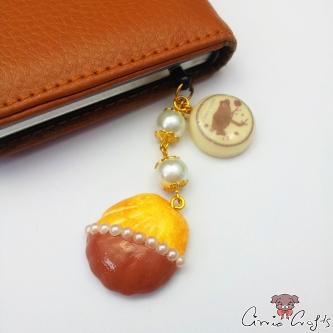 Madeleine with chocolate glaze / gold colored / dust plug