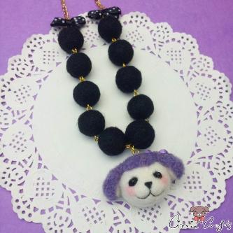 Pudel mit schwarzen Filzperlen / Goldfarbend / Halskette