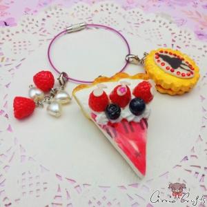 Kuchen mit Himbeeren / Silberfarbend / Taschenanhänger