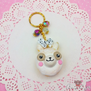 Alpaca shaped donut / gold-colored / keychain