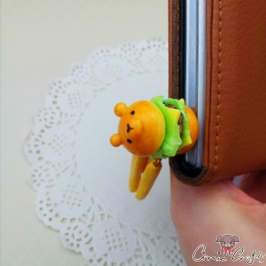 Bear shaped burger with fries / gold colored / dust plug