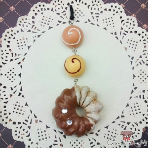 Cruller donut and chocolate candies / silver colored / dust plug
