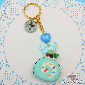 Cake roll / mint / gold colored / keychain