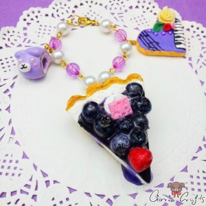 Cake with blueberries / gold-colored / bag charm