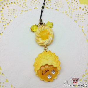 Filled cookie / gold colored / charm