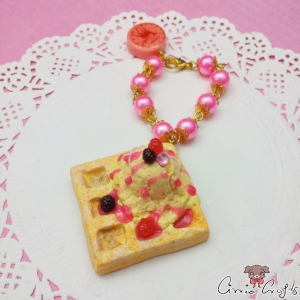Waffle with vanilla ice cream / gold colored / bag charm