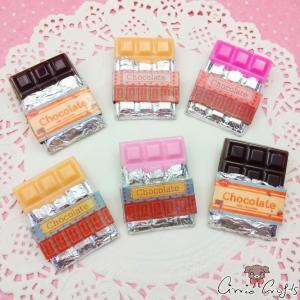 Verpackte Schokoladentafel / Verschiedene Farben / Anstecknadel