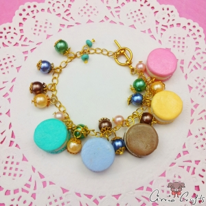 Colorful macarons / gold colored / bracelet