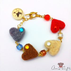 Colorful felt hearts / gold colored / bracelet