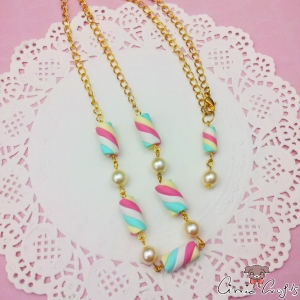 Marshmallows with white beads / gold-colored / necklace