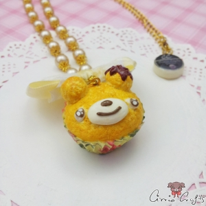 Bear shaped muffin / gold colored / necklace