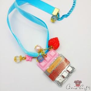 Schokoladentafel mit Verpackung / Erdbeere / Goldfarbend / Halskette