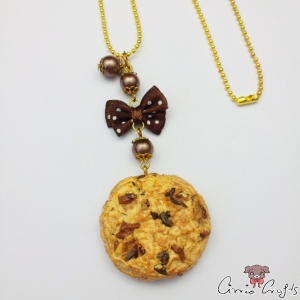 Chocolate chip cookie / gold colored / necklace