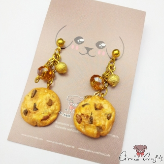 Chocolate chip cookies / gold colored / ear studs