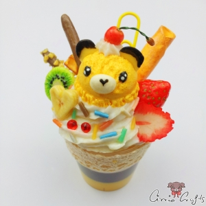 Parfait with a bear shaped scoop of ice cream / note holder