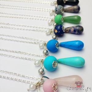 Edelstein in Tropfenform mit Perlen / Silberfarbend / Verschiede Farben / Halskette