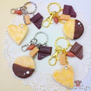 Mandelkeks mit Karamell / Verschiedene Varianten / Schlüsselanhänger