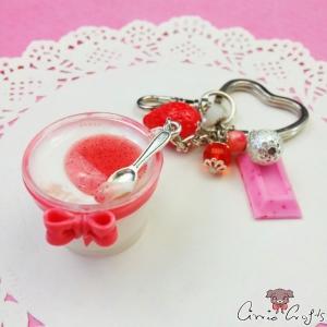 Erdbeer-Panna-Cotta / Silberfarbend / Schlüsselanhänger