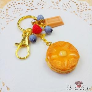 Pfannkuchen mit Butter und Sirup / Goldfarbend / Schlüsselanhänger