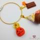 Macaron mit Schokolade, Sahne und Geist / Halloween / Goldfarbend / Taschenanhänger