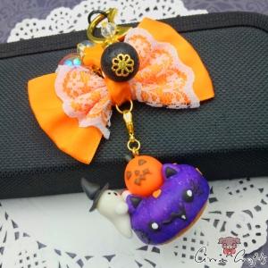 Donut mit Kürbis und Geist / Halloween / Goldfarbend / Anhänger