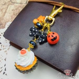 Cupcake mit Kürbis / Halloween / Goldfarbend / Anhänger