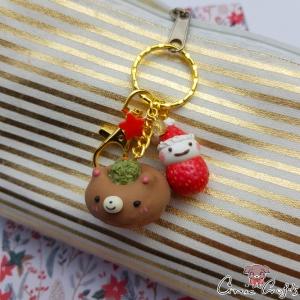 Donut in Bärenform mit einer Erdbeere / Goldfarbend / Weihnachten / Schlüsselanhänger