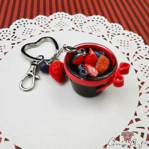 Schokoladenpudding mit Früchten / Silberfarbend / Schlüsselanhänger