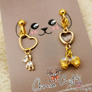 Bear with hearts and beads / gold-colored / asymmetric / screw earrings