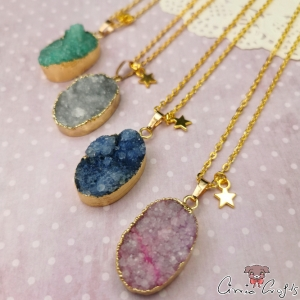 Agate with gold-colored edge / oval / different colors / necklace